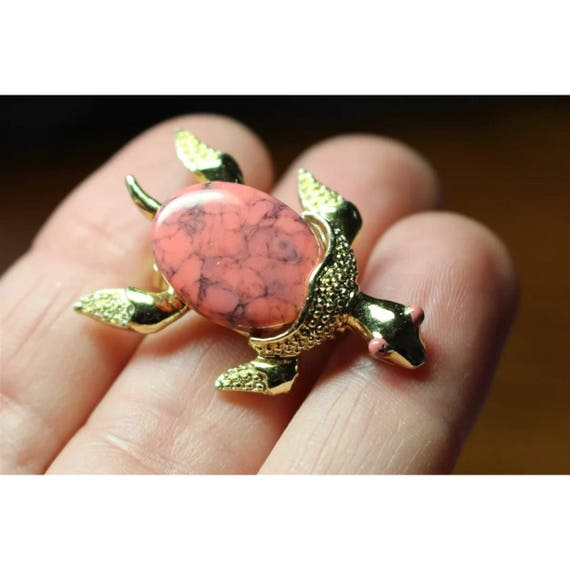 Vintage Gerrys Turtle Pin, Fun Mid Century Signed Collectible Figural Brooch, Pink Marbled Lucite Cabochon Shell with a Shiny Gold tone Body
