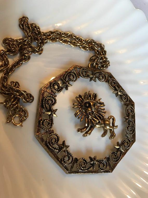 Neat Mid Century Lucite & Goldtone Leo Lion Celestial Medallion Bold Bling Revivalist Pendant Necklace