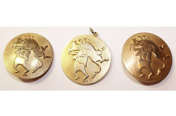 Funny Mid Century Vintage Running of the Bulls Jewelry Set, Cartoon Characatures on Goldtone Clip on Earrings & Pendant signed Alice