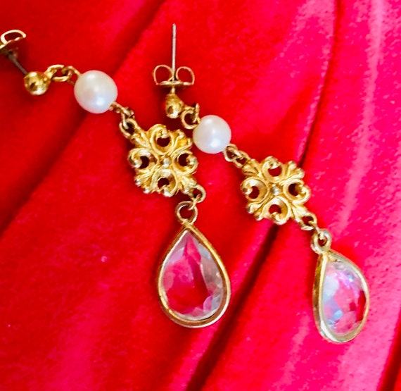 Sparkly Faux Crystal & Pearl Resin Goldton Pretty Lightweight Dangling Earrings