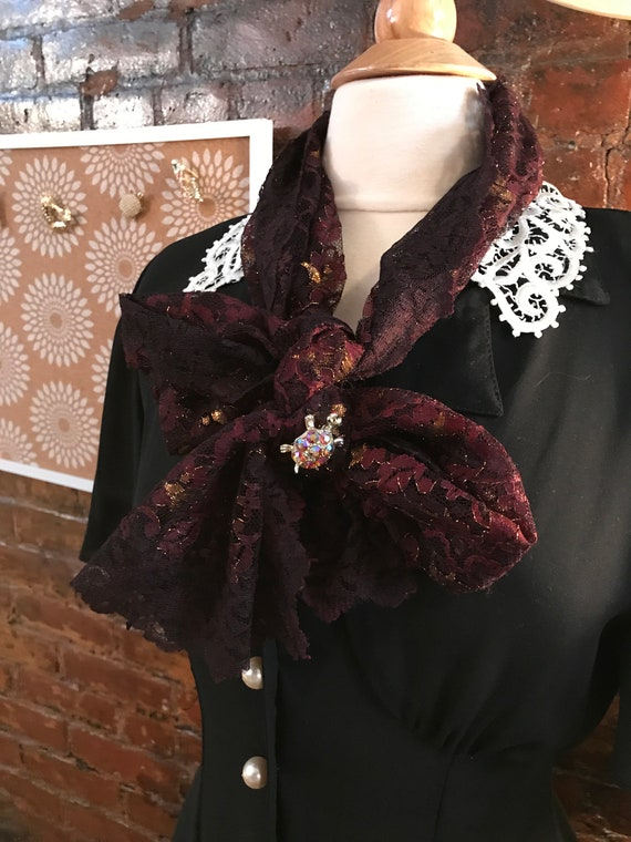 Old Fashioned Glamour Beautiful 40's or 50's Bronzy Brown & Gold  Lace Scarf