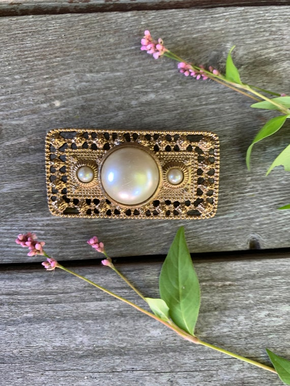 Classic and Classy Faux Pearl Bar Pin, Vintage 80s Art Nouveau, Etruscan Style Glamour Jewelry Brooch, Uptown Girl, Power Dressing