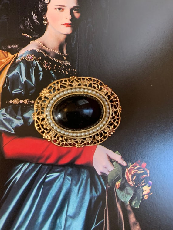 Classic Black Cabochon & Ornate Goldtone Vintage Brooch