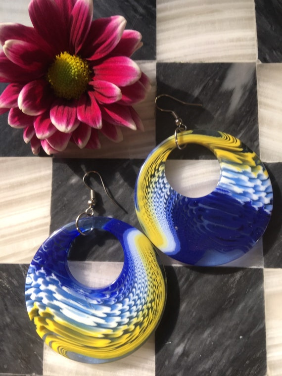 Big Mid Century Modernist plastic Swirled Blue Yellow & White Large Fashion Statement Hip Hoop Earrings