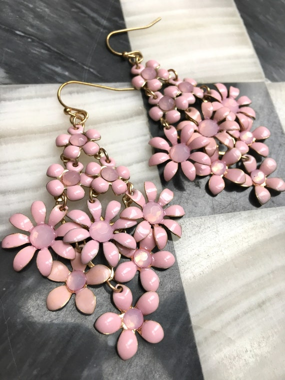 Pretty in Pink Daisy Flower Latice Bouquet Dangle Earrings, spring Floral Vintage Jewelry, dainty bling