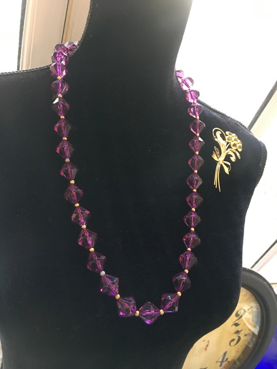 Regal Purple Lucite Crystal Necklace, Faceted Acrylic Gem Graduated Beaded Statement Necklace with Goldtone spacers, Purple Vintage Beads