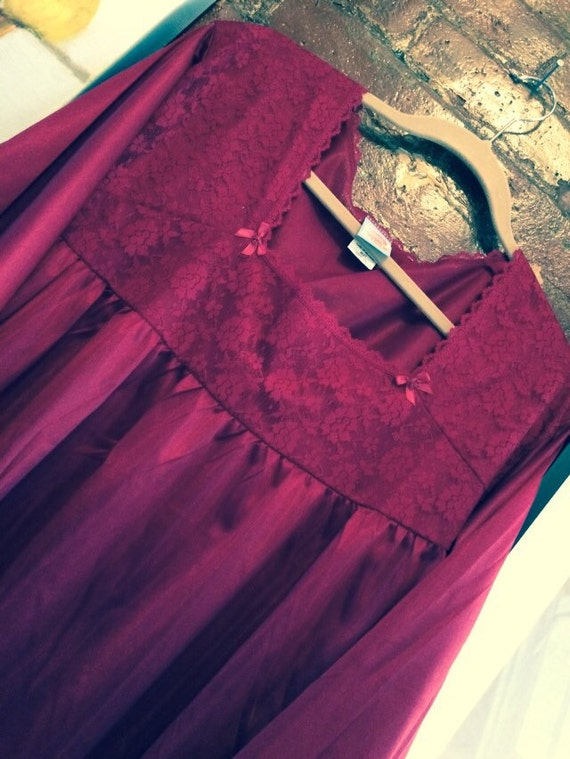 Vintage- maroon red Moonbeams nylon night gown new never worn- plus suze 2x