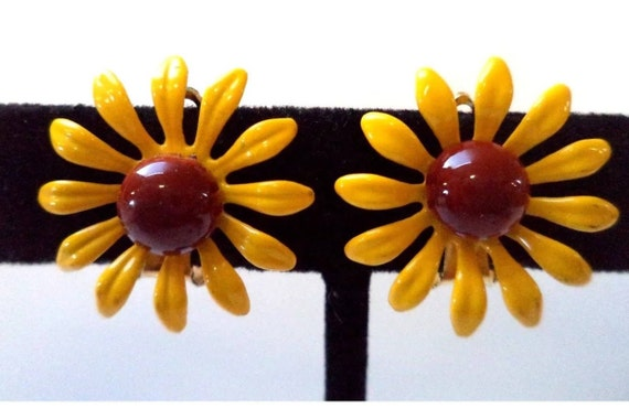 Adorable Little Black Eyed Susan Sunflower Yellow & Brown Enamel Daisy Earrings  Small 1 inch clip ons