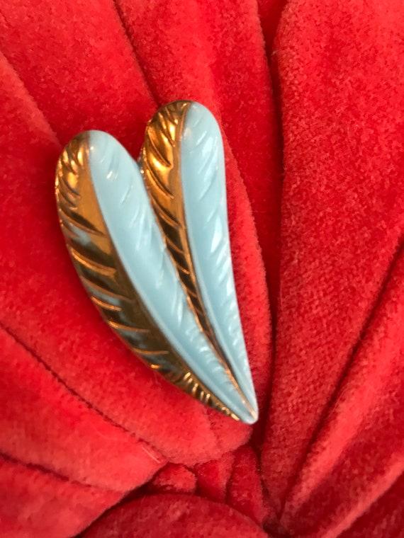 A Very Pretty Art Deco Robins Egg Or French Powder Blue & Gold Leaf Glass Fanned Leaf Elegant Dress Clip