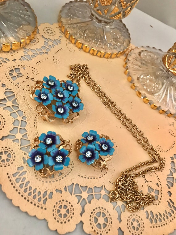 Cornflower Blue Enamel w/ Rhinestone Floral Pendant Necklace & matching flower earrings, Quaint Dainty Mid Century Cottage Style Jewelry Set