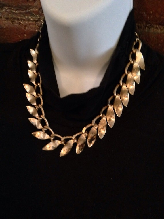Vintage costume jewelry goldtone leaf design choker necklace collar 80's bling