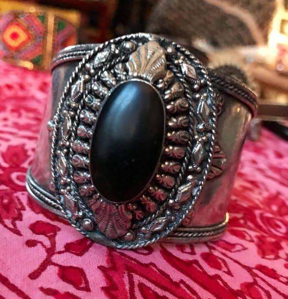Huge Vintage 70s Tribal Western Cuff, Boho Gypsy Cowgirl Ornate Silvertone & Polished Black Stone Statement Bracelet, Hippie Jewelry
