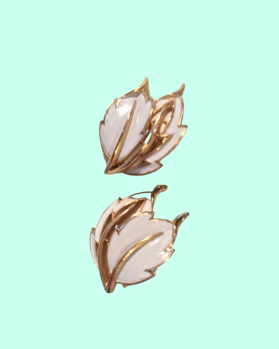 White Trifari Leaf Earrings, mid century Goldtone & enamel jewelry, Hollywood Regency Provencial Styled Quality Costume Jewelry Clip ons