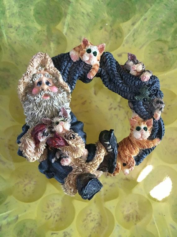 Super cute Vintage resin Santa & playful kitty cats kittens holiday Christmas brooch