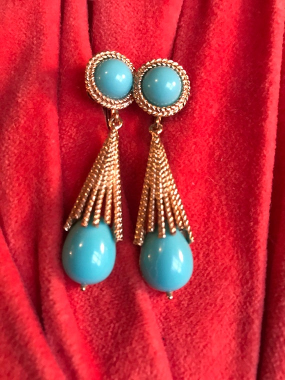 Avon Mid Century Glamour Jewelry Faux Turquoise Teardrop & Cab in Goldtone Sunburst Starburst Dangle Earrings