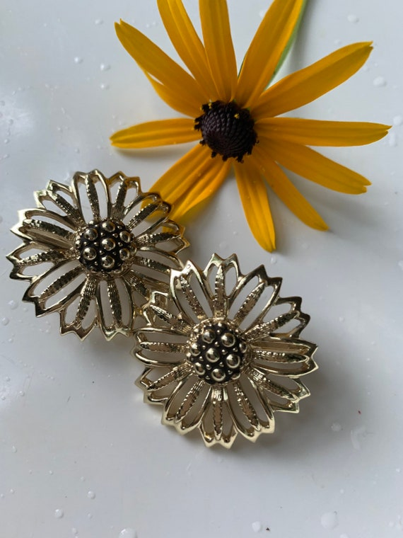 Vintage Golden Daisy Earring, Mid Century Floral Openwork Clip ons