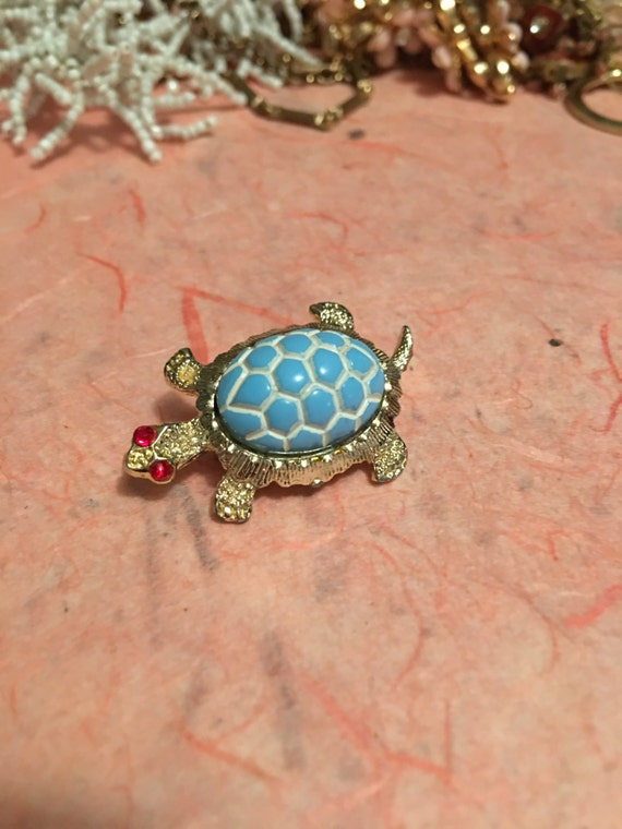 Vintage Collectible bedazzled lt blue costume shell red gem eyed silver tone Turtle pin brooch critter