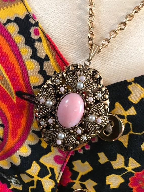 Avon Victorian Revival Pretty Pink Cabochon & Faux Pearls Vintage Pendant Necklace