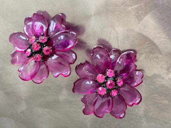 Amazing 3D Purple Floral Earrings, Vintage 60s Lucite and Rhinestone Translucent Flower Power Super Fun Clip ons, that anyone can wear!