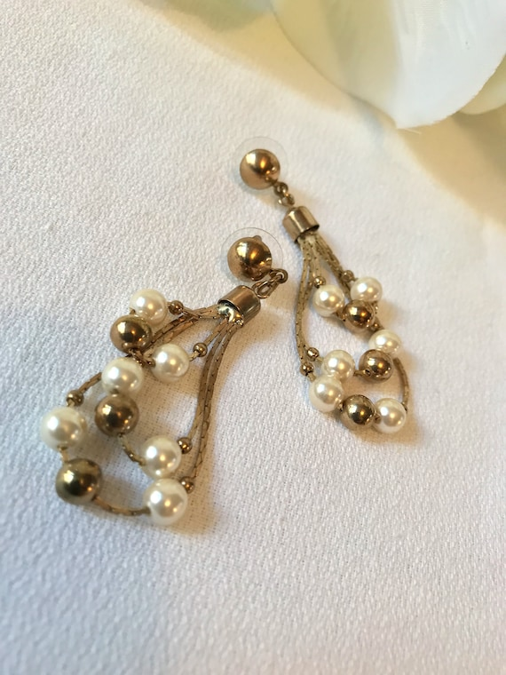 Vintage 70s Disco Gold Chain Loop Hoops with Faux Pearls Swingy Earrings, Do the Hustle!