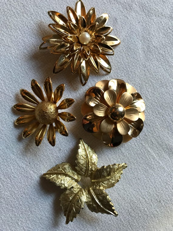 A Very Pretty Selection of Four Vintage Goldtone Flower Brooch Scatter Pins makes a Great Gift