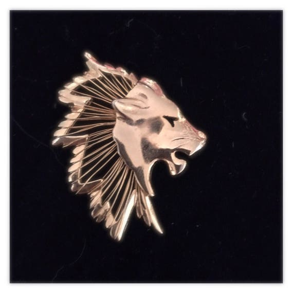 Go Wild wearing this Vintage Jungle Cat Gold tone Modern design Brooch