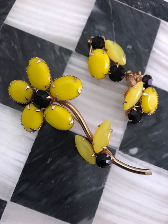 WEISS Canary Yellow & Black Cabochon Flower VIntage Pin Earring Set