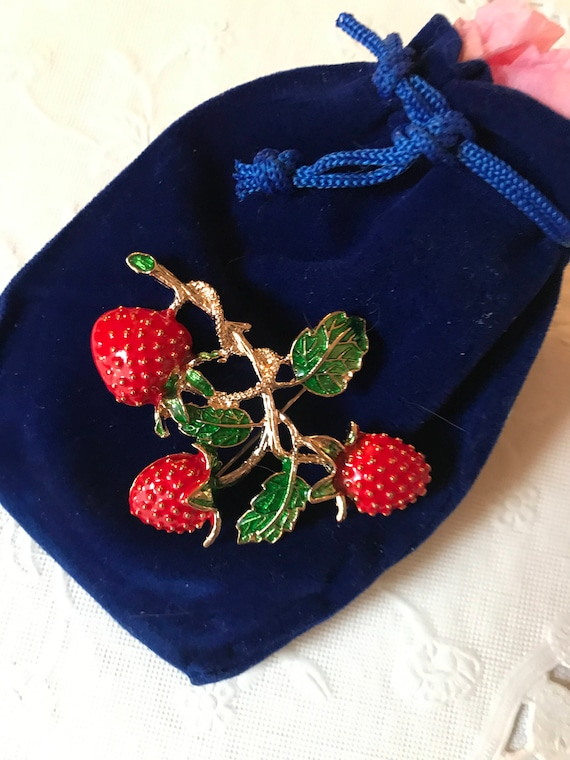 Bling Treat! 10 Dollar Bling goodie this one is a Great New Super Cute Enamel on Goldtone Red & Green Strawberry Brooch Pin Great fun gift