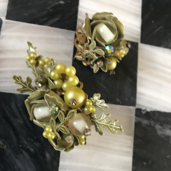 Mid Century Spring Green Beaded Floral Pin Set