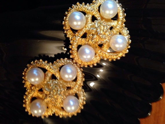 Vintage Natori Large Goldtone & Pearl Big Bling clip on Statement earrings