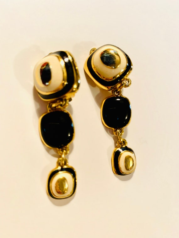 Chic Modernist Tapered Dangles, Black and Ivory Enamel on Goldtone, 70s Mid Century Abstract Geometric Earrings, Classic & Disco
