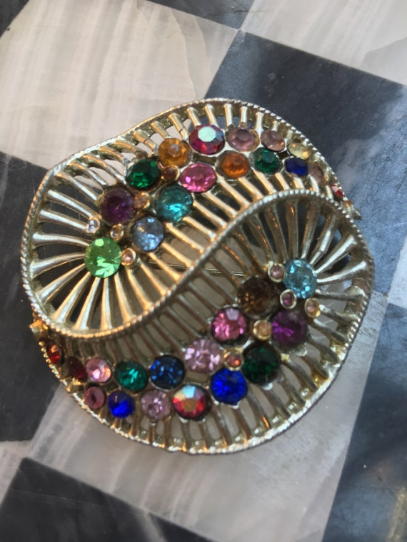 Little Nemo Rainbow Spiral Rhinestone Silvertone Mid Century Vintage Lapel Pin Brooch