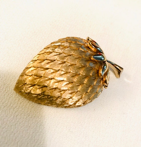 Exciting Vintage CROWN TRIFARI Textured Matte Goldtone Strawberry Fruit Brooch Collectible Pin