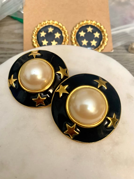 Nautical Pearl Statement Earrings, MidNight Blue Enamel / Gold Stars and Dramatic Faux Pearls, Vintage 80s Glam Classic and Classy Clip ons