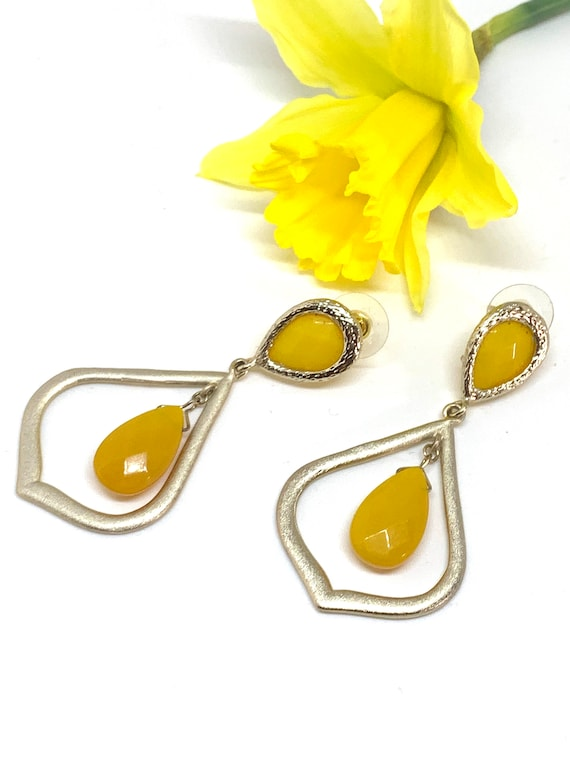 Boho Glam Marigold Yellow Lucite & Matte Gold tone Hoop Dangles, Vintage Goldenrod Statement Earrings, 90s Costume Jewelry, Trending Spring