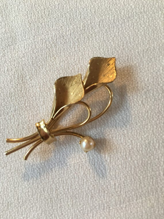 Beautiful 12k GF Modernist Lily Bouquet with Pearl Estate Brooch Pin