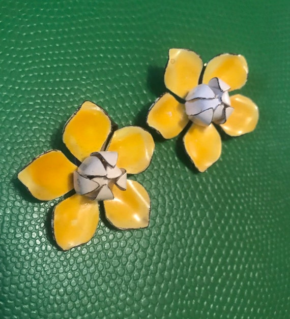 Pretty Vintage Yellow Enamel Flower Earrings, Now Trending Shabby Cottage chic preppy Floral Clip ons
