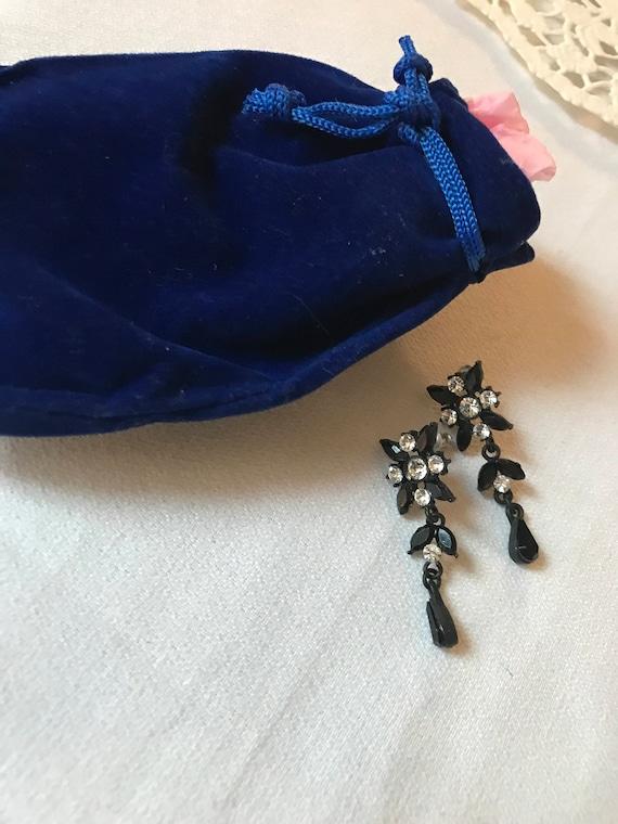 Bling Treat! 10 Dollar goodie, A nicely gifted vintage sustainable Japanned Black scrollwork & Rhinestones dangle Earrings