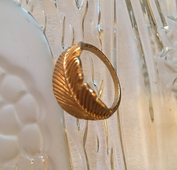 Art Deco Style Matte Goldtone Feather Ring Glamour Jewelry