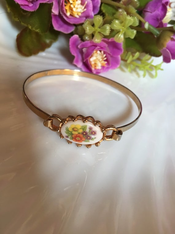 Vintage Floral Transfer Spring Flowers Bracelet , Country girl Shabby Chic teen Jewelry just like mom had! Now trending Cottage Style