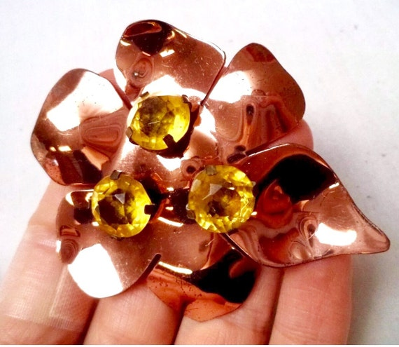 Vintage Coppery Gold tone Flower with large Canary Yellow Gem cut Rhinestones 1950's