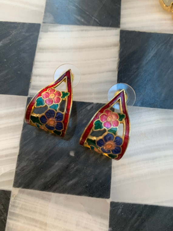 Vintage Floral Enamel EarrIngs, Pretty Cloisonné style Flowery Demi Hoops, 70s Prairie Fashion Jewelry