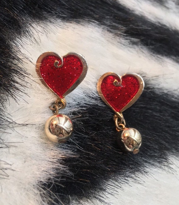 Cute for Date Night! Playful Flirty Vinyl Record Era Red Glittery Hearts & Goldtone Dangle Earrings
