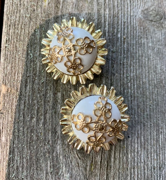 CORO Gothic Revival Vintage Earrings,  Ornate Gold Tone Maltese Filigree on White Enamel Button Style Vintage Clip ons