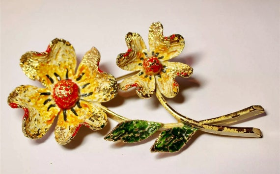Large Statement Yellow Flower Vintage Brooch, Mid-Century textured enamel Signed ART Trending Lapel Pin
