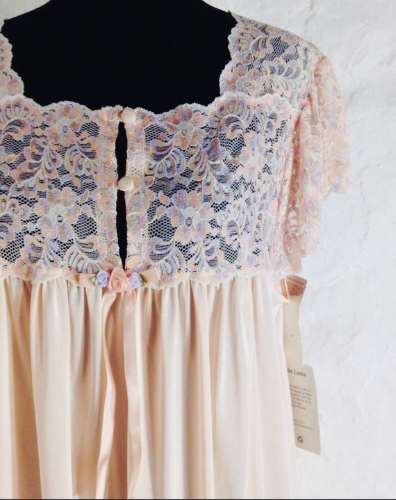 A Pretty pale Peach Lace Yolk Satin Nightgown by Shawdow Line Unworn Vintage with Tags sz L