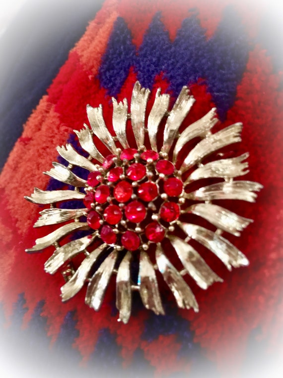 Starburst Red Rhinestone Lapel Pin, Cool Mid Century Vintage Brooch, unisex alternative corsage boutonnière, groovy holiday bling!