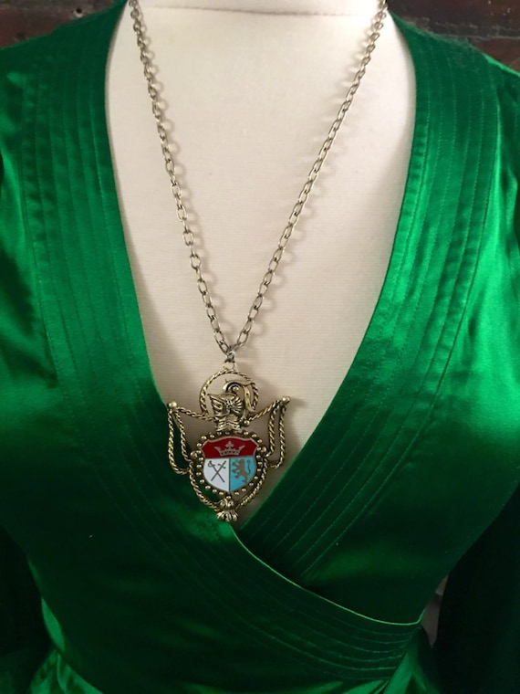 Vintage Enameled goldtone Family Crest Regal Code of Arms Preppy ingignia Type of Medal Necklace Pendant