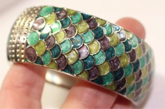 Pretty Silvertone Clamper Bagle with Greens & Grey fish scale Mermaid like Enamel pattern Bracelet really nice recently sustainable Vintage