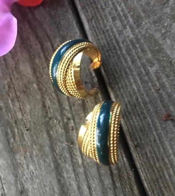 Beautiful Emerald Green Enamel & pressed Goldtone twisted Crisscrossed Double Demi Hoop Earrings